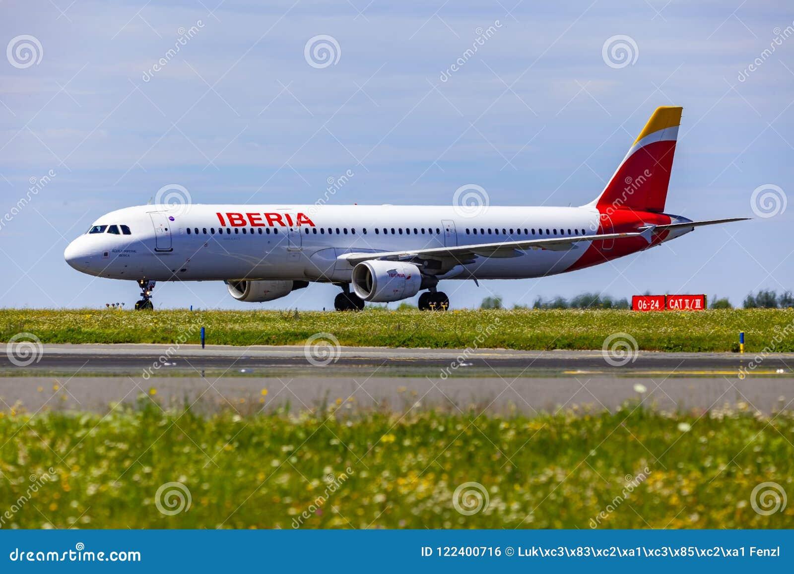 着陆和到来在瓦茨拉夫Havel机场,布拉格,古西班牙空气