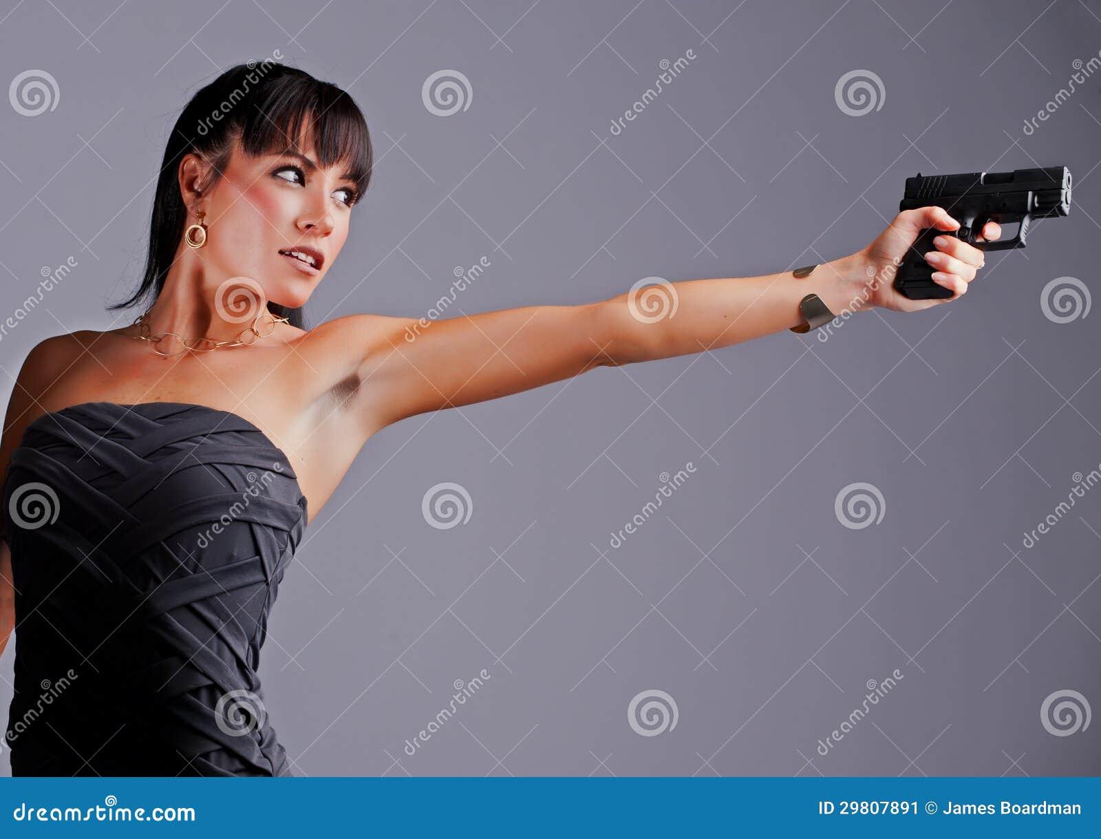 东北少妇b图_瞄准手枪的bautiful少妇