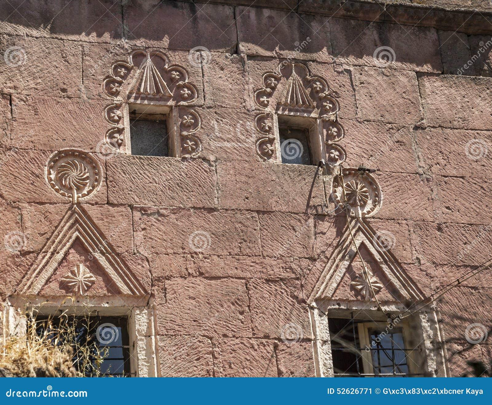 石塌落在Guzelyurt,阿克萨赖设计了历史房子