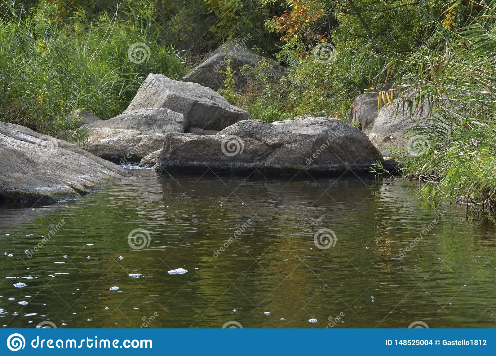 石急流在哪些流程的河Deadwater/Mertvovod沿Aktovsky峡谷的底部