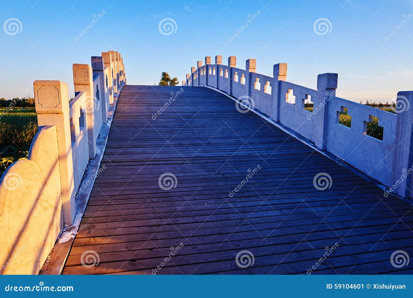 石桥梁日落