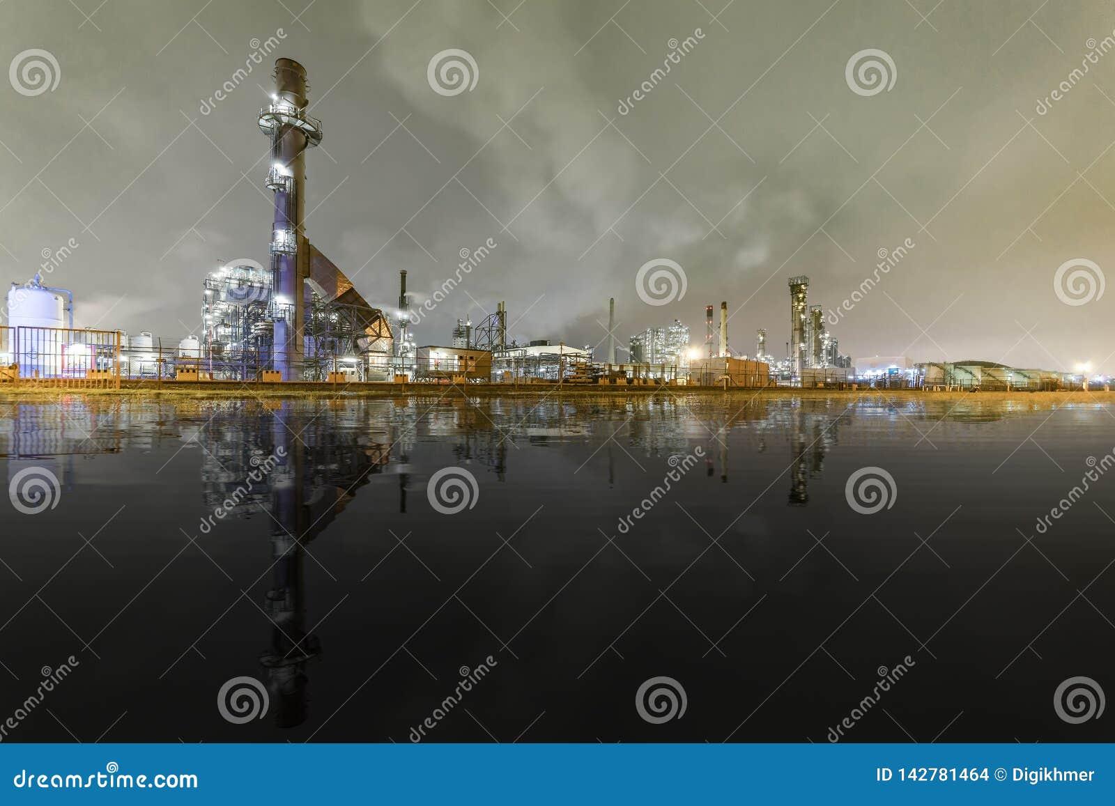石油化学制品和精炼厂