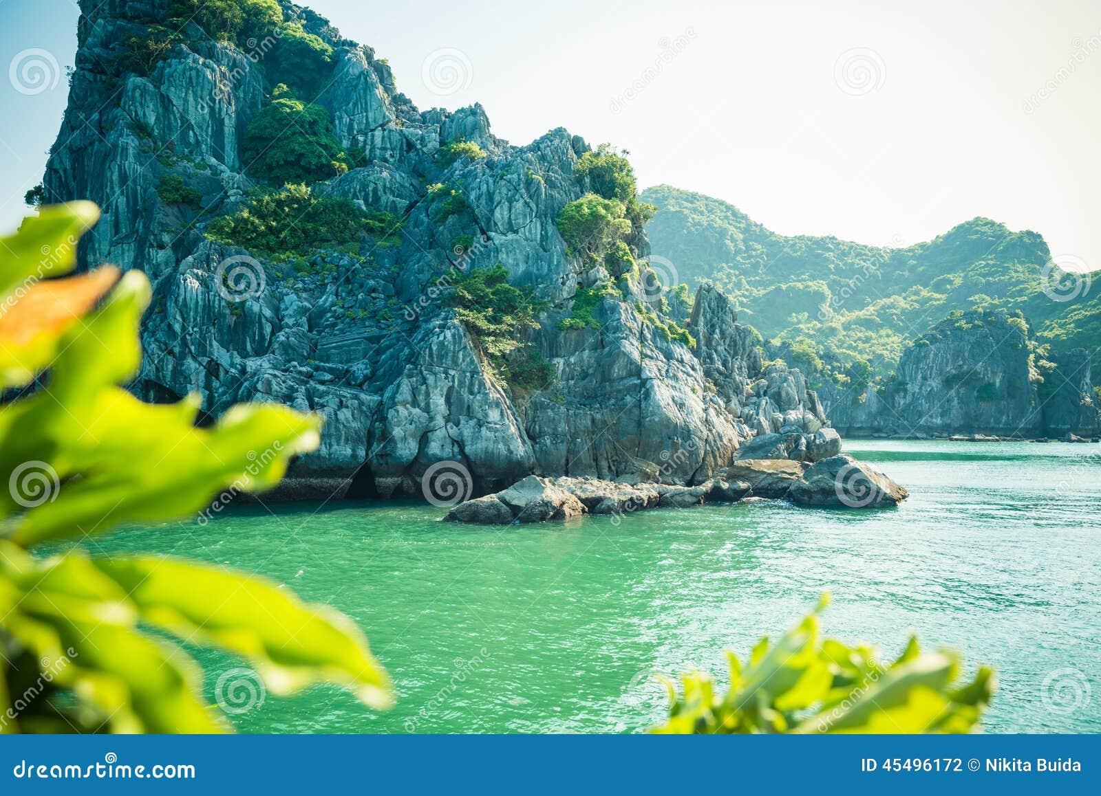 石灰石哈隆海湾风景