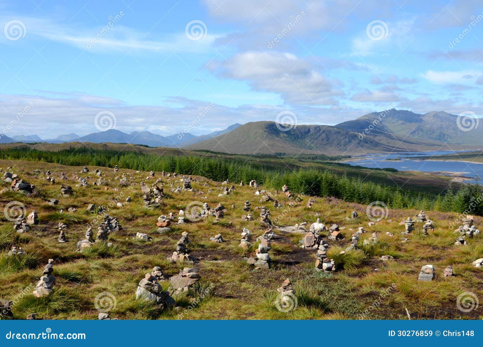 在海湾Loyne,苏格兰的石标