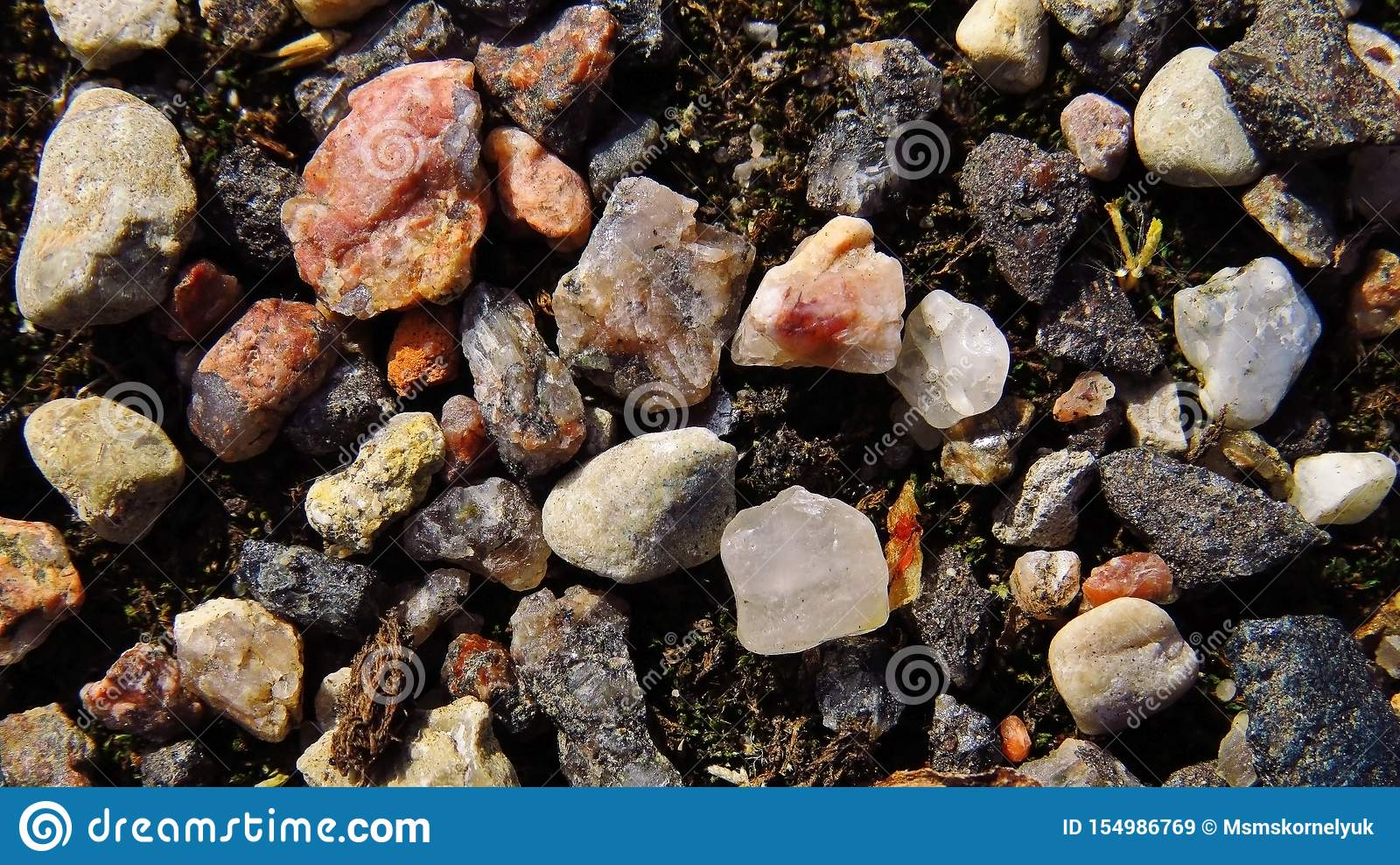 石英和被击碎的石头
