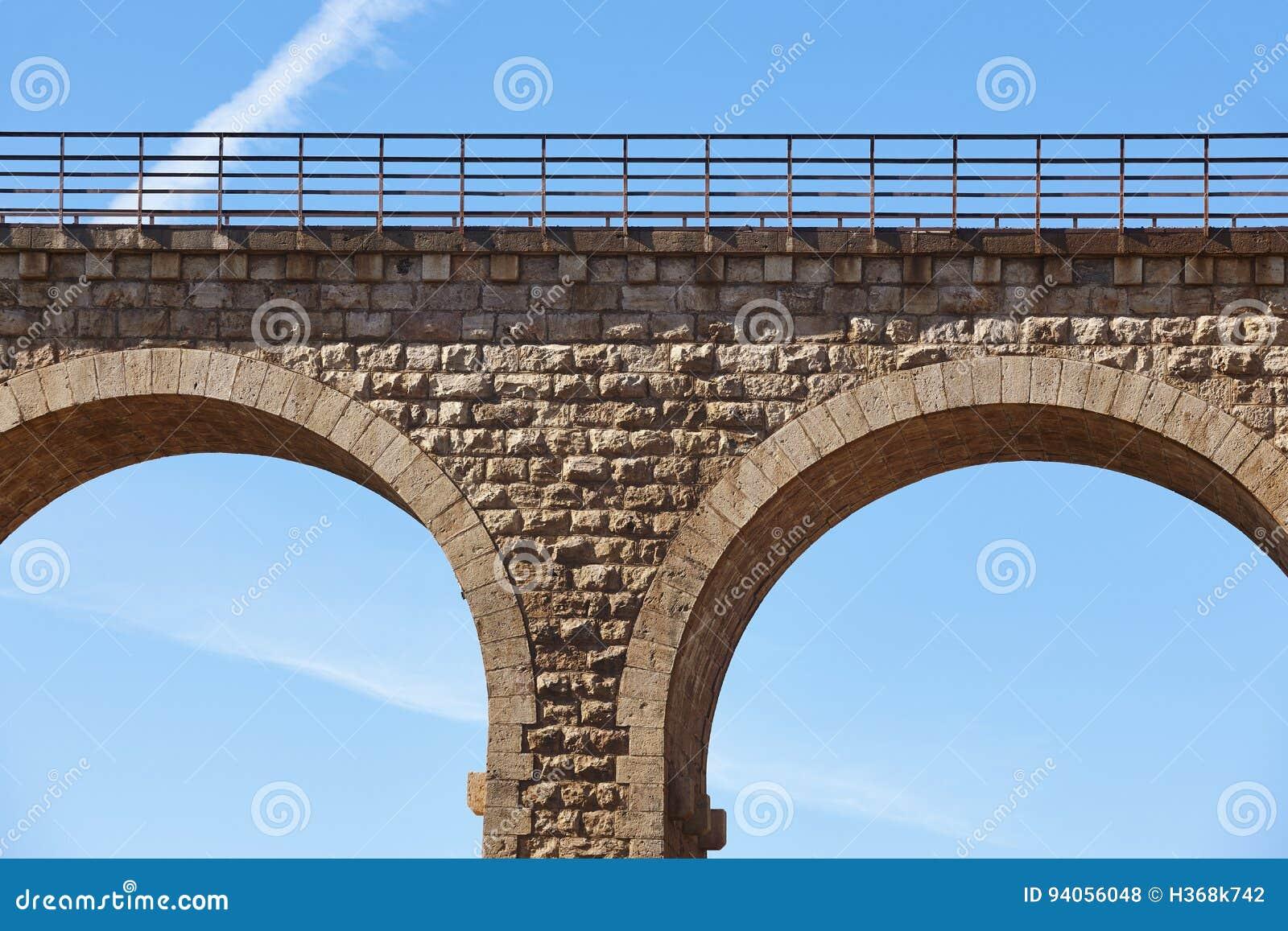 石高架桥细节在阿尔文托萨,特鲁埃尔省 西班牙 绿化方式