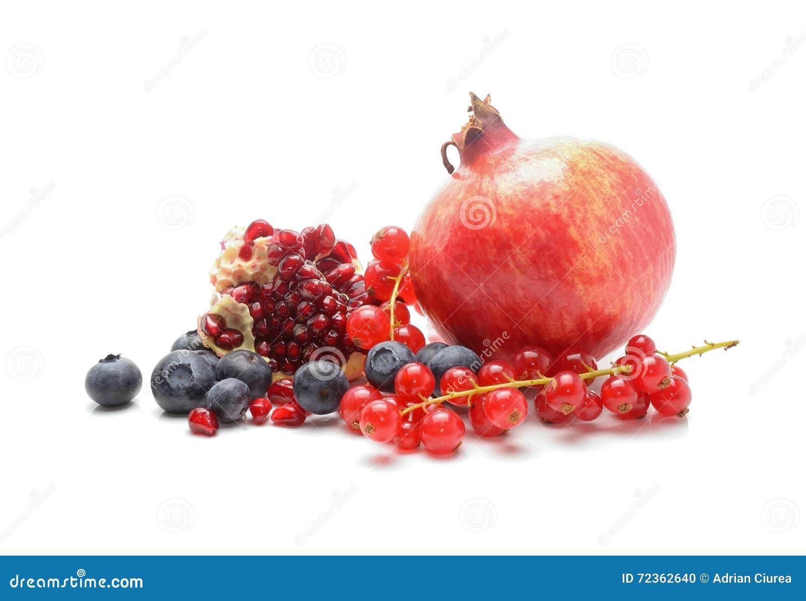 石榴、红浆果和蓝莓