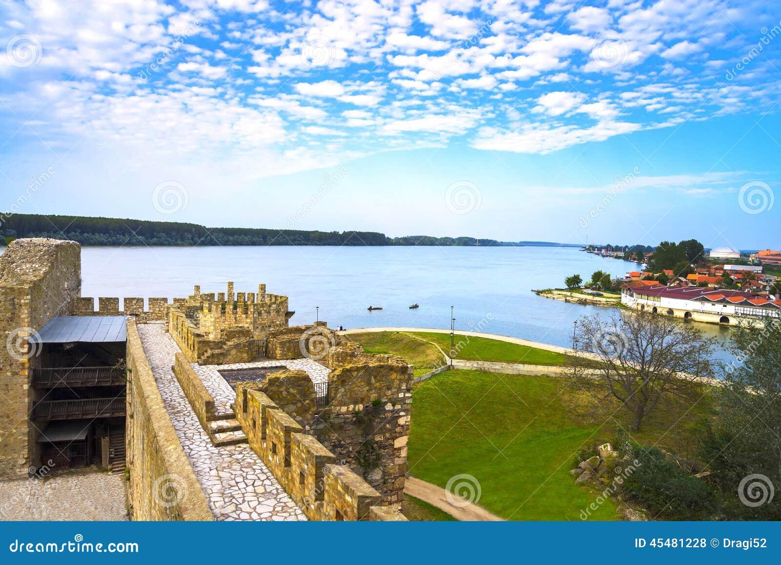 从石头老堡垒的看法