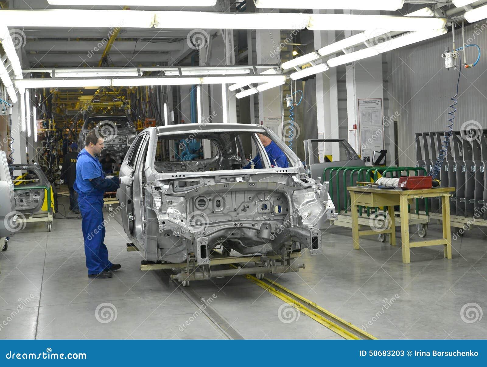 Download 研究汽车植物传动机线 编辑类库存照片. 图片 包括有 案件, 企业, 特殊, 金属, 人们, 的treadled - 50683203