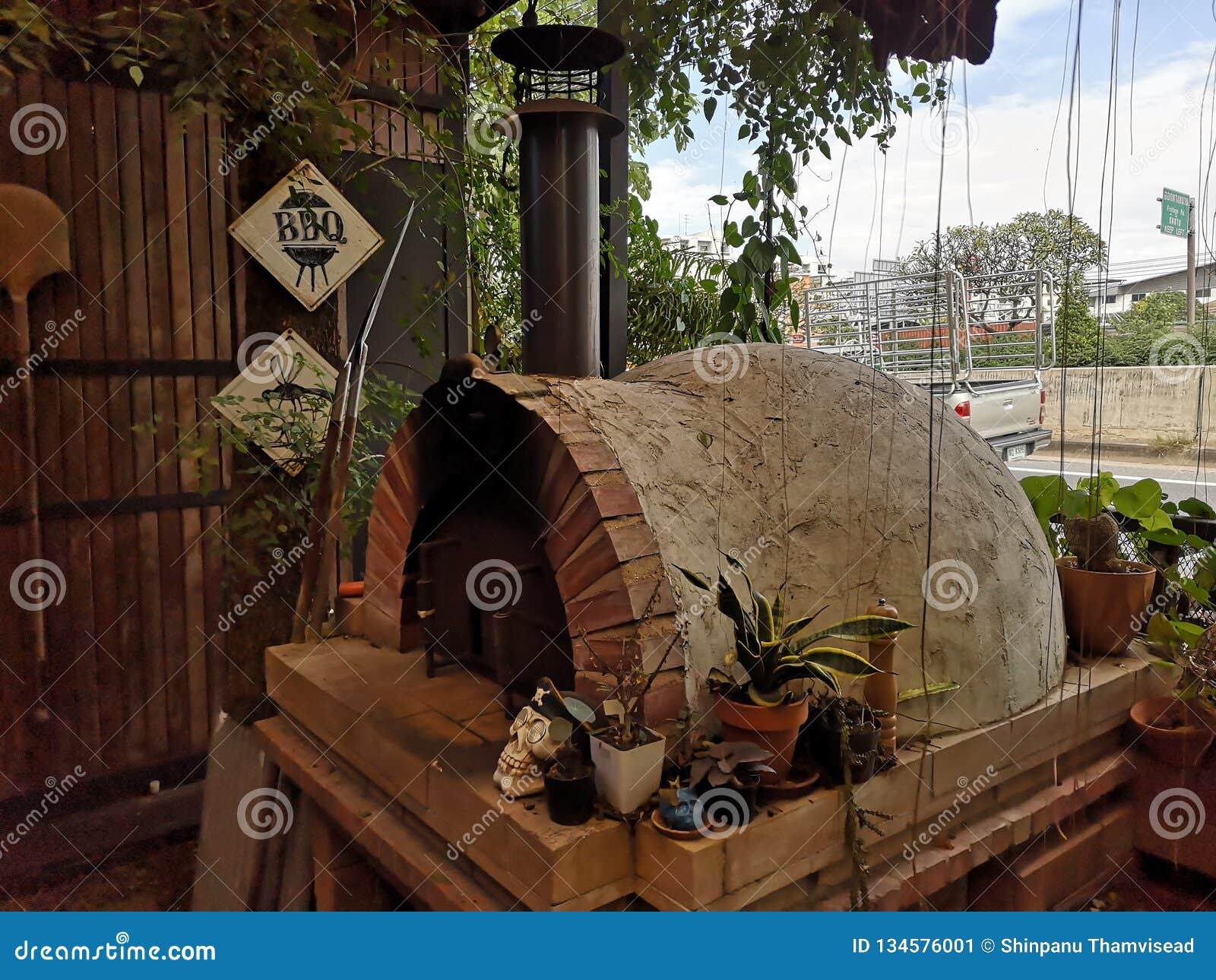 砖比萨烤箱,烹调在砖烤箱的意大利比萨