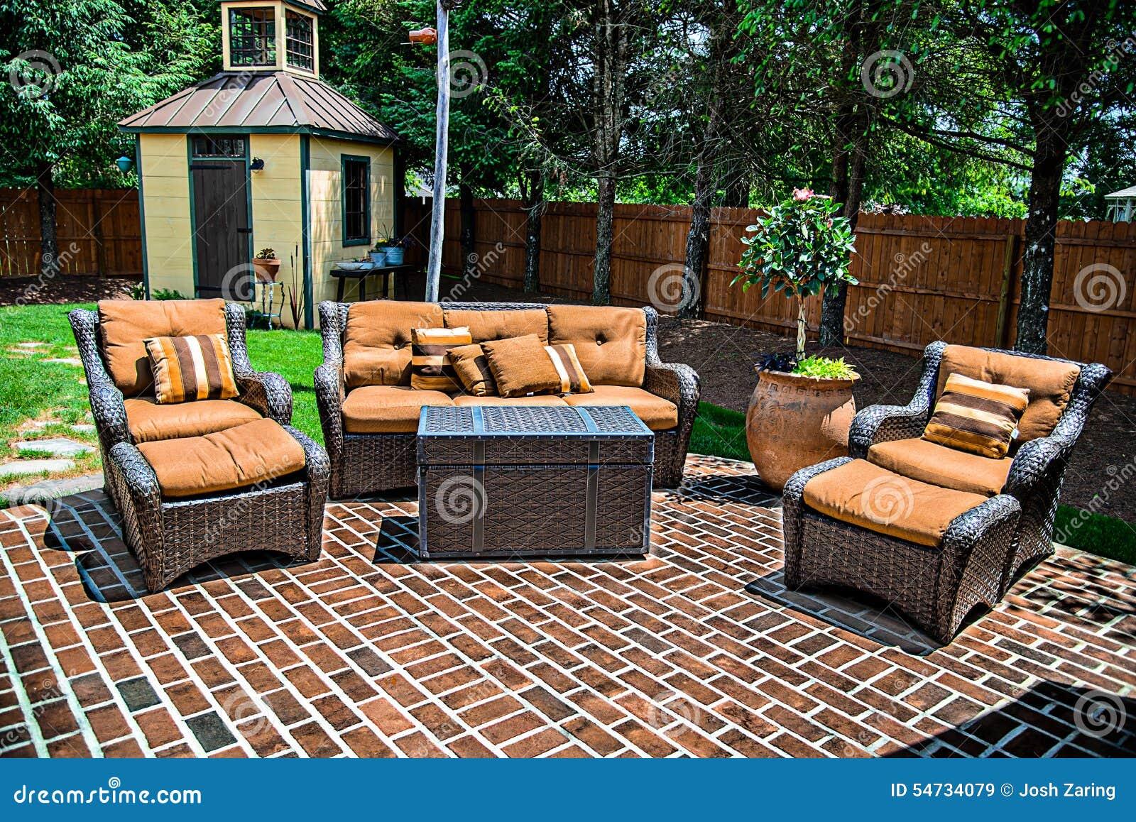 砖露台和家具