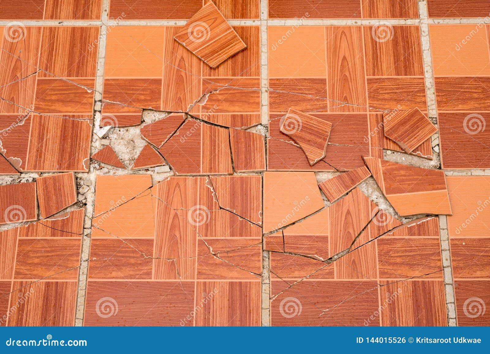 破裂的棕色方形的瓦片 裂缝木纹理领带