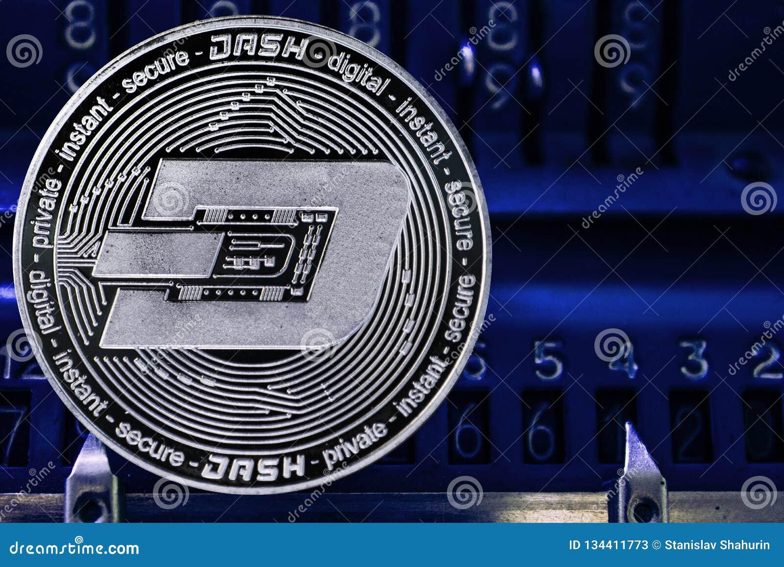 硬币反对arithmometer的数字的cryptocurrency破折号
