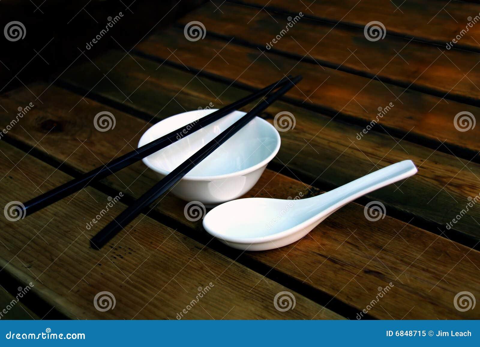 碗中国筷子汤