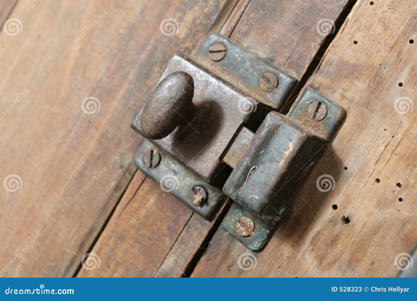 Download 碗柜门闩 库存图片. 图片 包括有 厨房, 螺丝, 影子, 木头, 碗柜, 铁锈, 保留, 木材, 安全, 更加恼怒的 - 528323