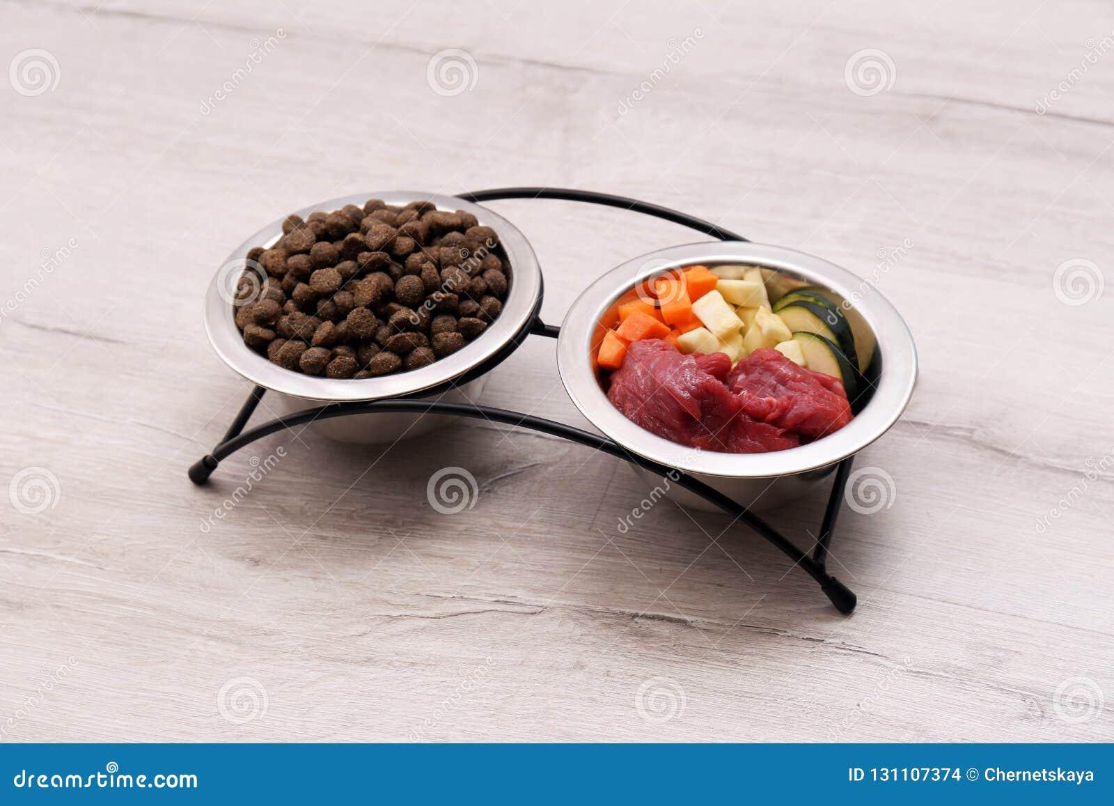 碗用干和自然狗食