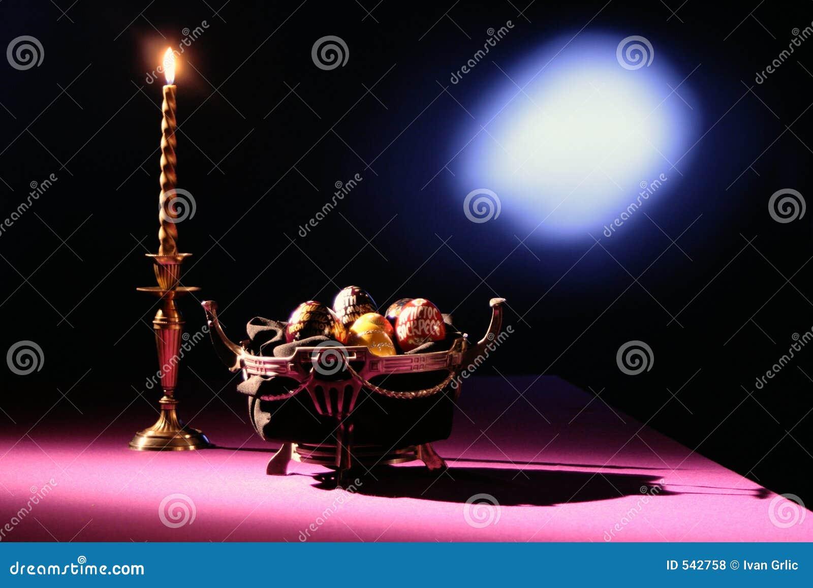 Download 碗蜡烛鸡蛋 库存照片. 图片 包括有 仪式, 照明设备, 鸡蛋, 壮观, 礼仪, 投反对票, 聚光灯, 粉红色 - 542758