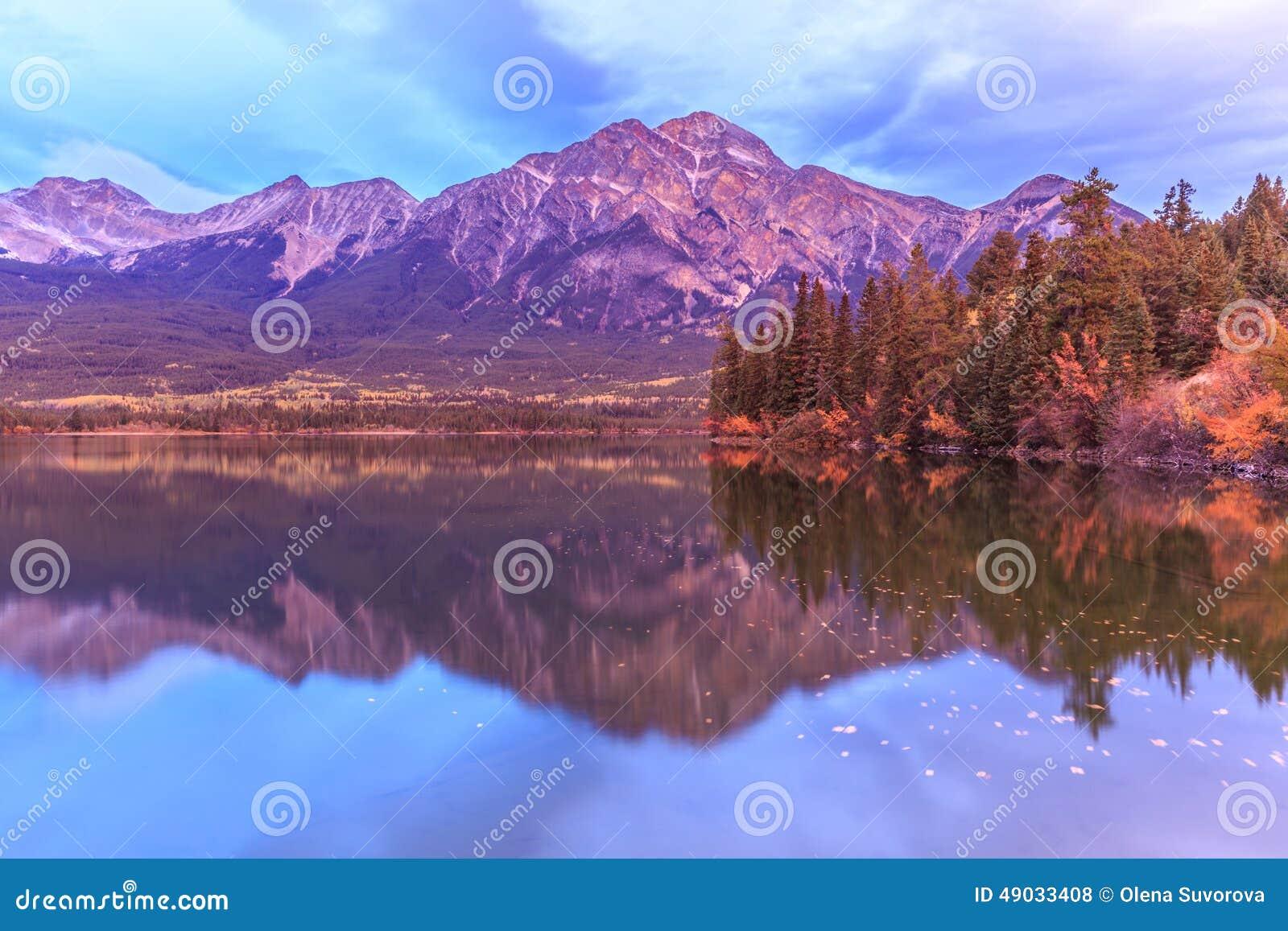碧玉的,亚伯大,加拿大Pyramid湖