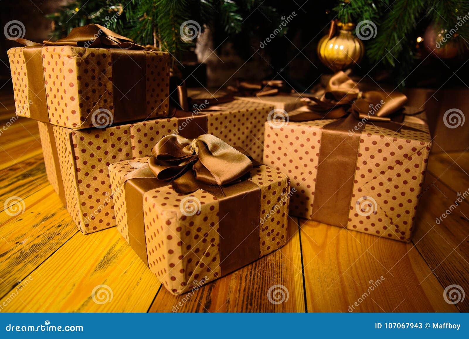 礼品在结构树下
