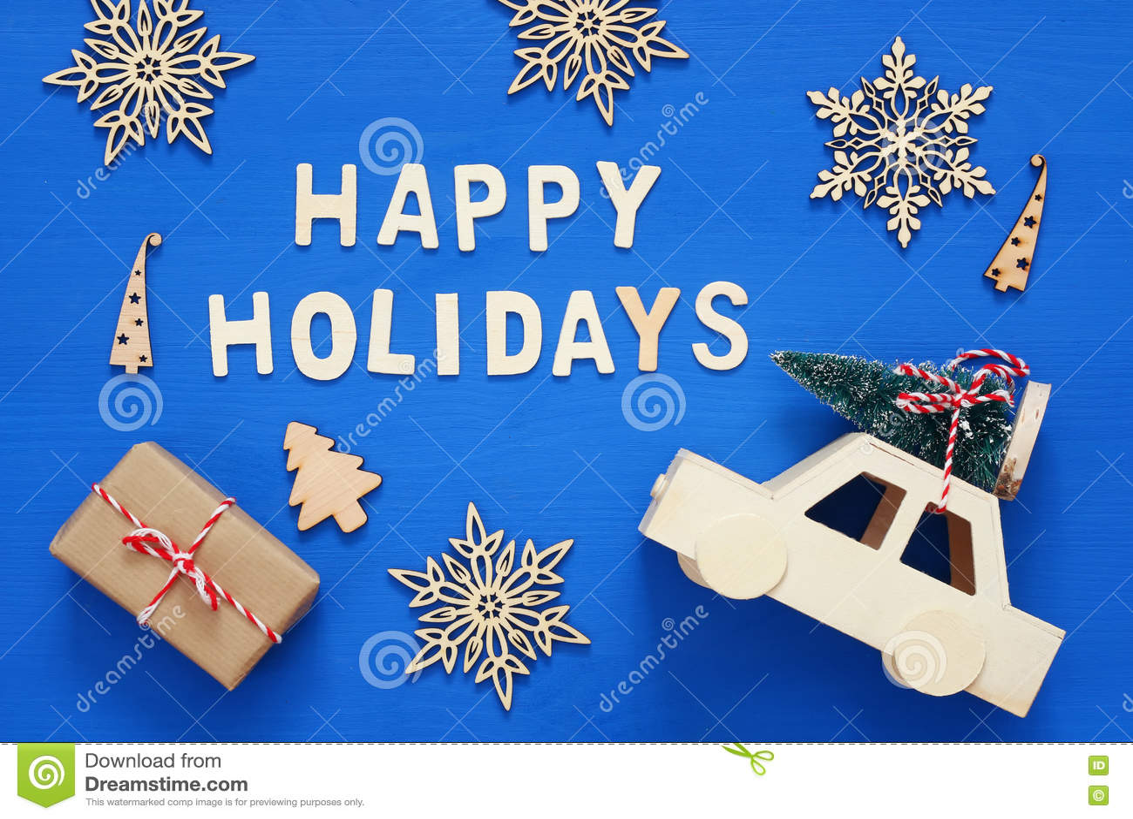 礼物盒、装饰雪花、圣诞树和和玩具加州