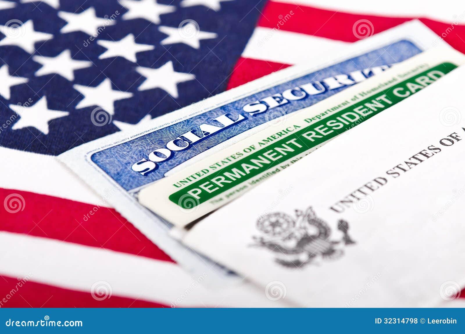 社会保险和永久居民卡片