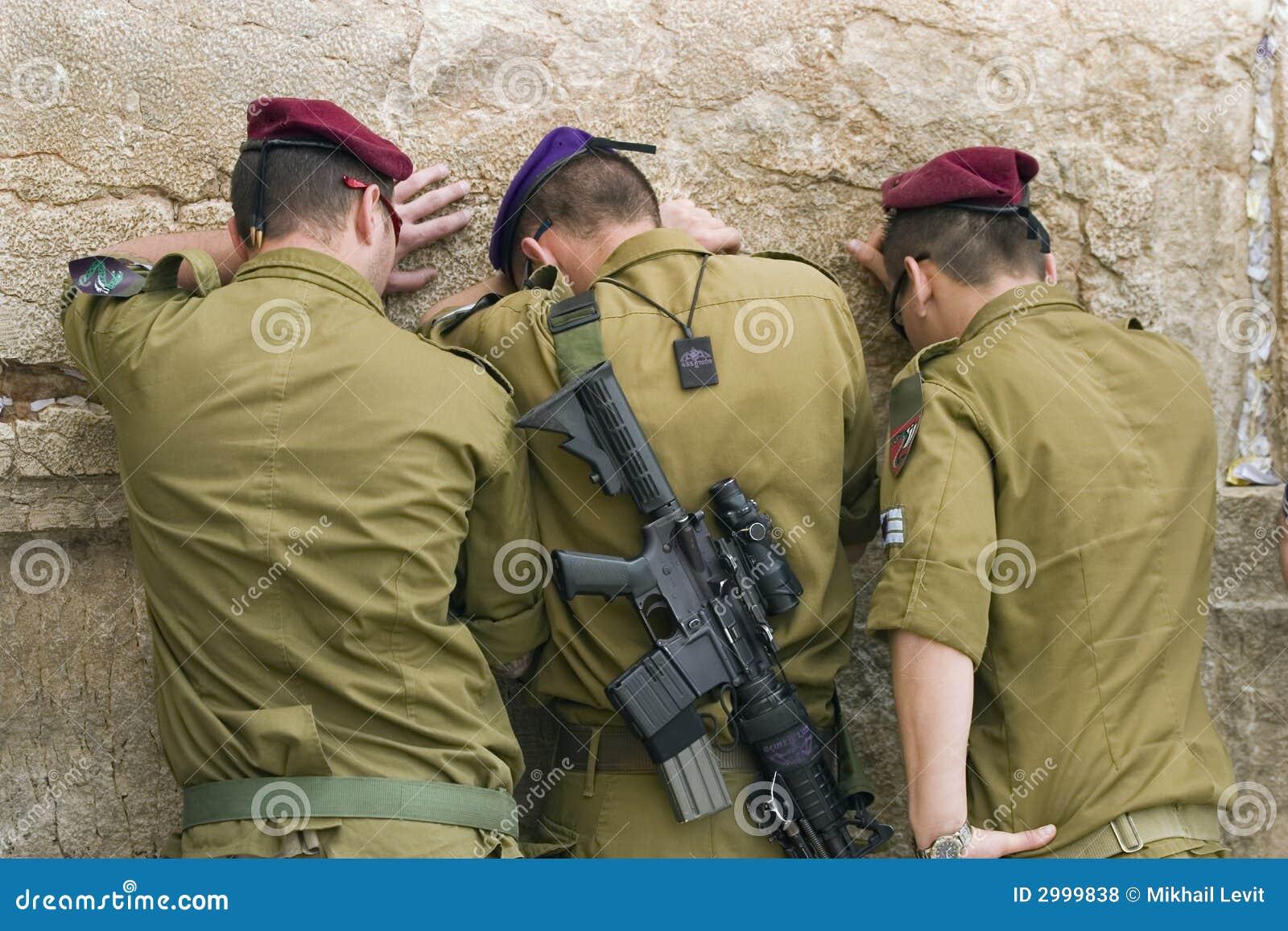 祈祷的战士