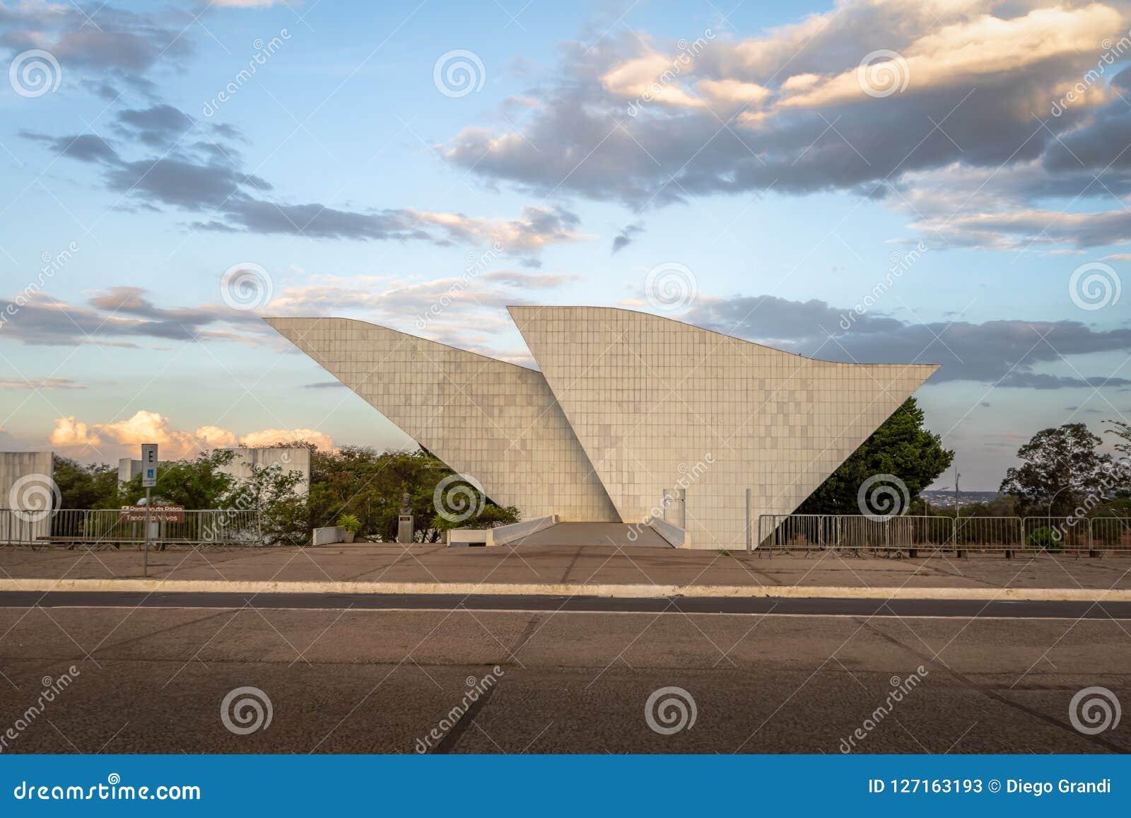 祖国和自由的坦克雷多・内维斯万神殿在三力量广场-巴西利亚,联邦的Distrito,巴西