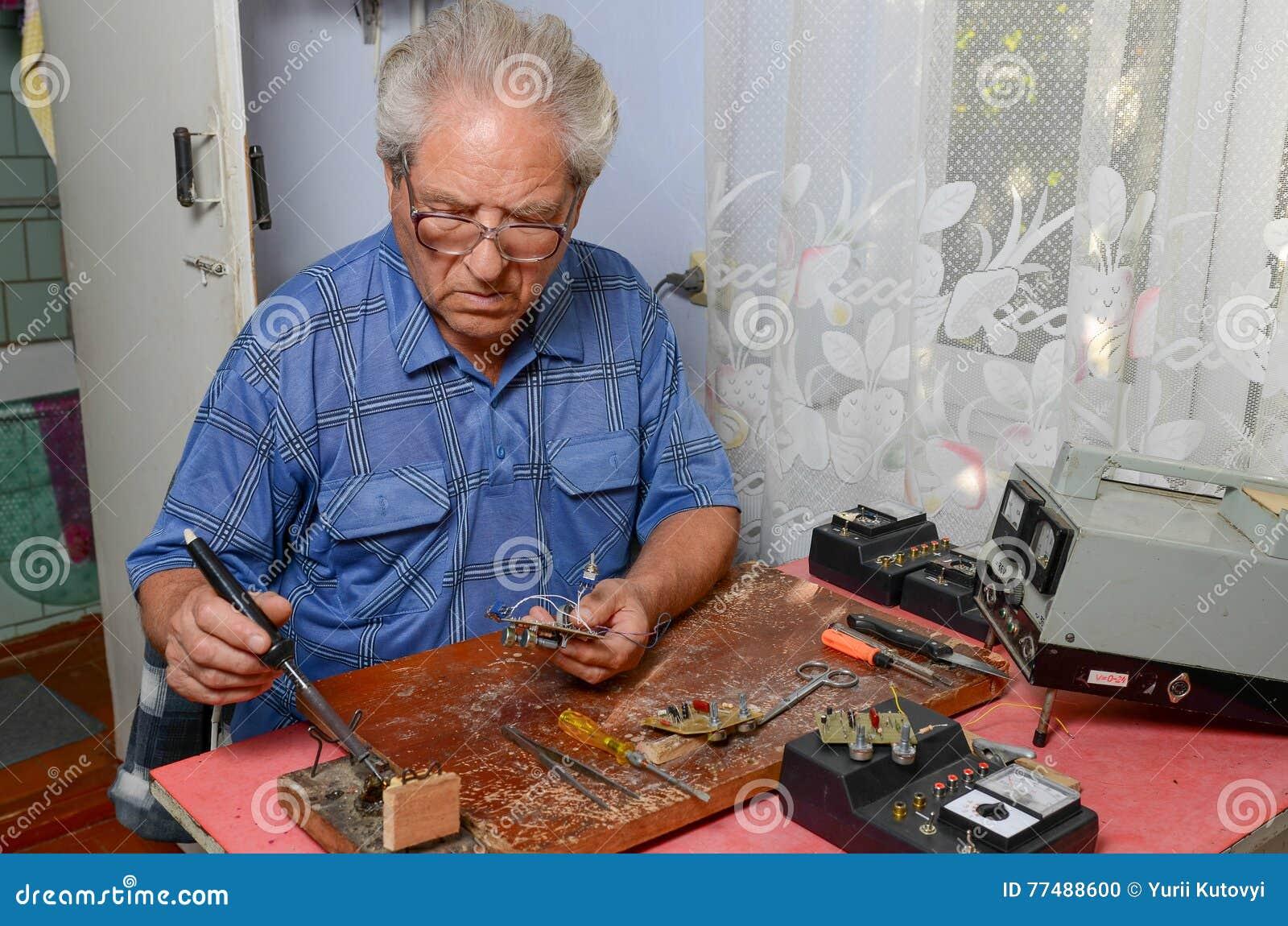 祖父与焊铁一起使用