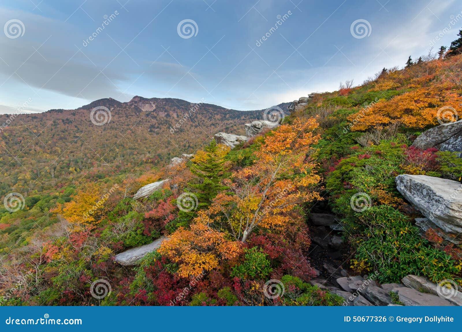 Download 祖父在秋天 库存照片. 图片 包括有 土坎, 卡罗来纳州, 大路, 自治权, 蓝色, 秋天, 祖父, 岩石 - 50677326