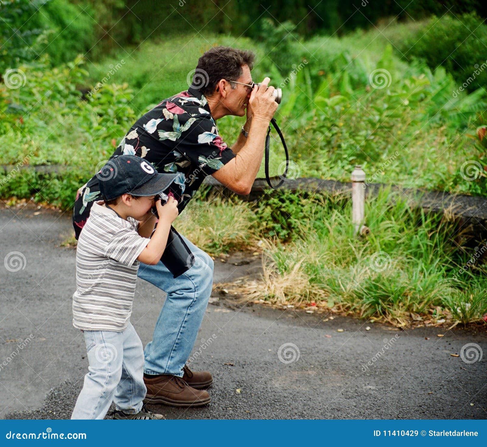 祖父孙子拍照
