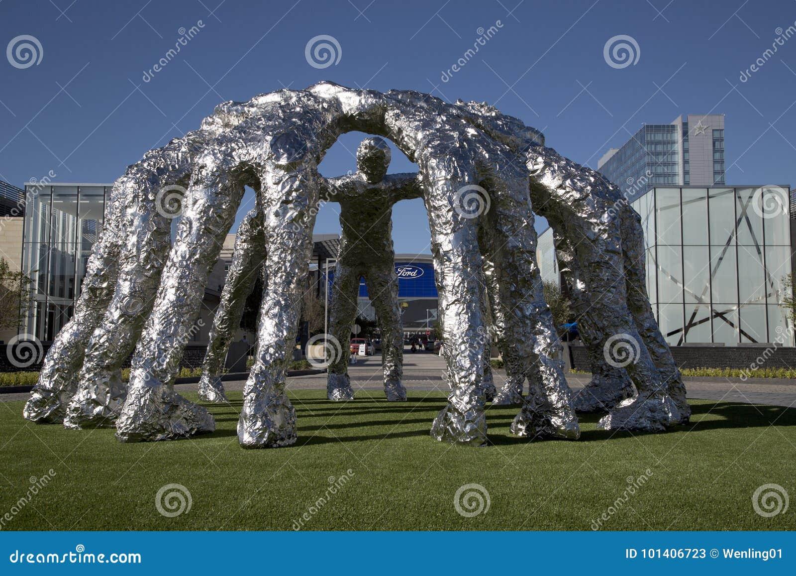 福特中心和牛仔杂乱的一团雕塑