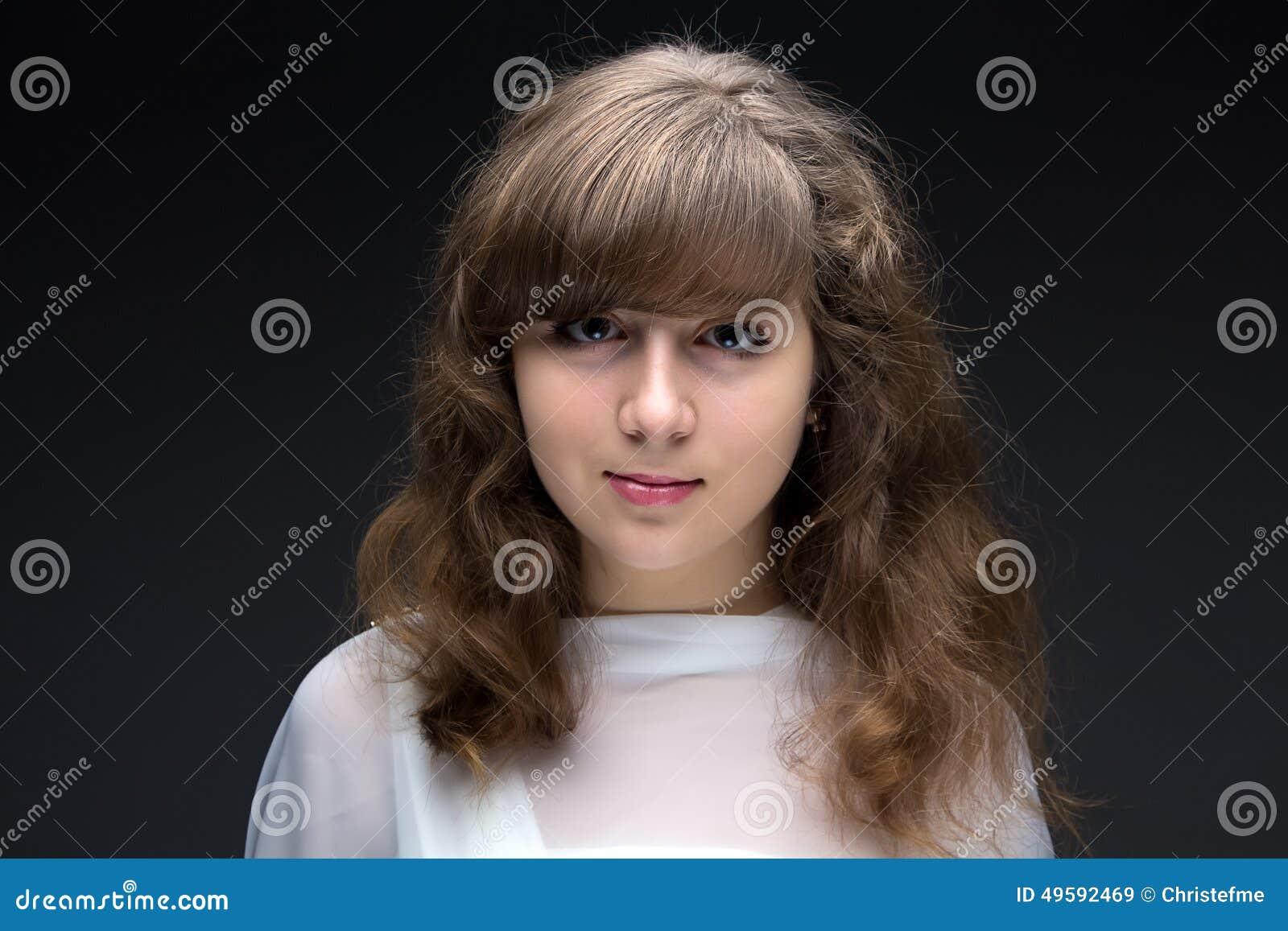 秀丽十几岁的女孩画象