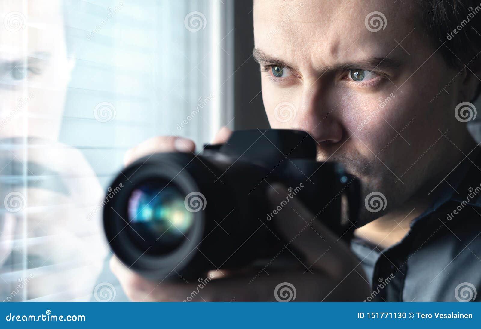 私家侦探、警方卧底、调查员、间谍或者无固定职业的摄影师有照相机照相的 代理或警察暗中侦察,调查