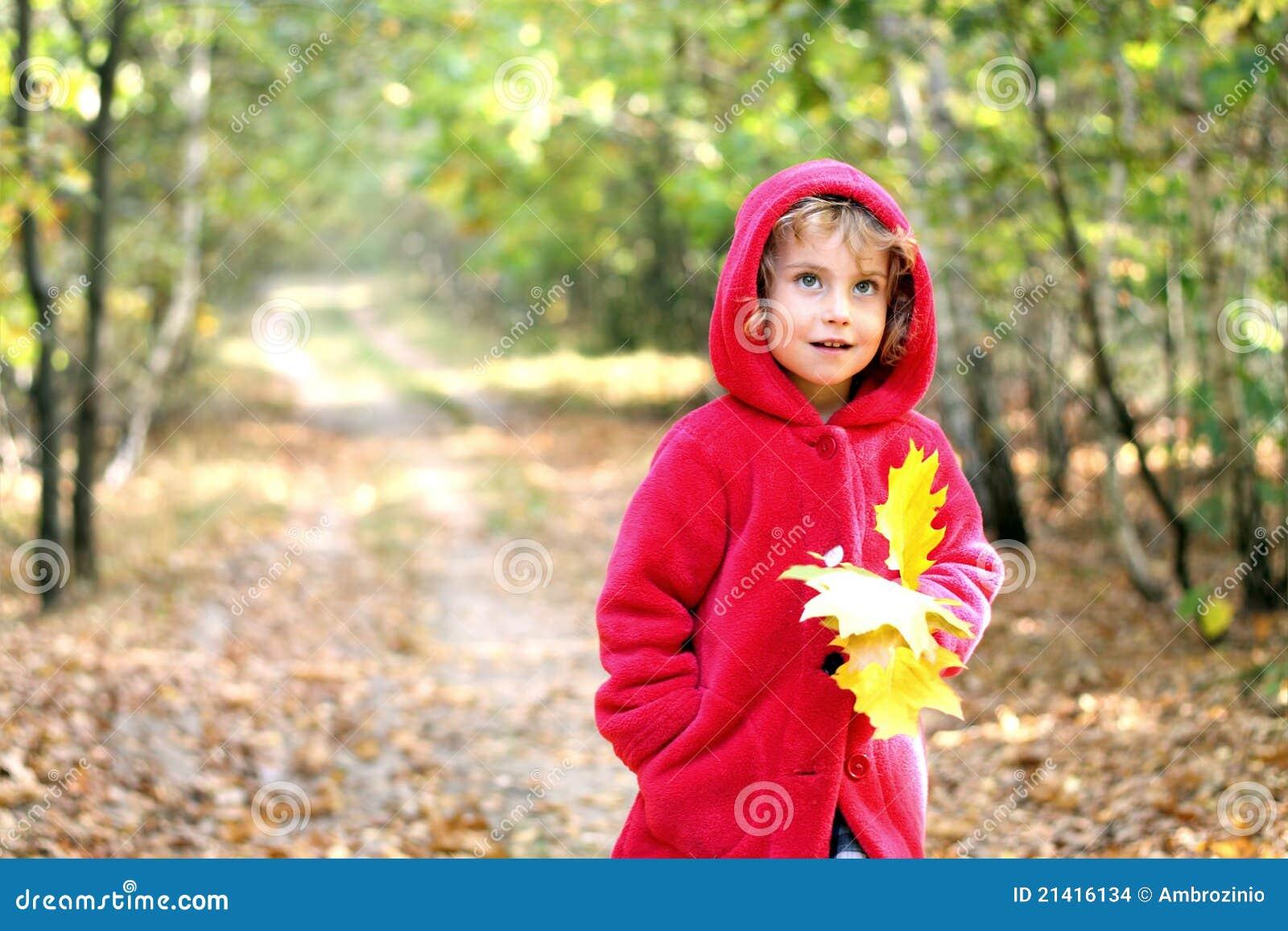 秋天女孩敞篷红色