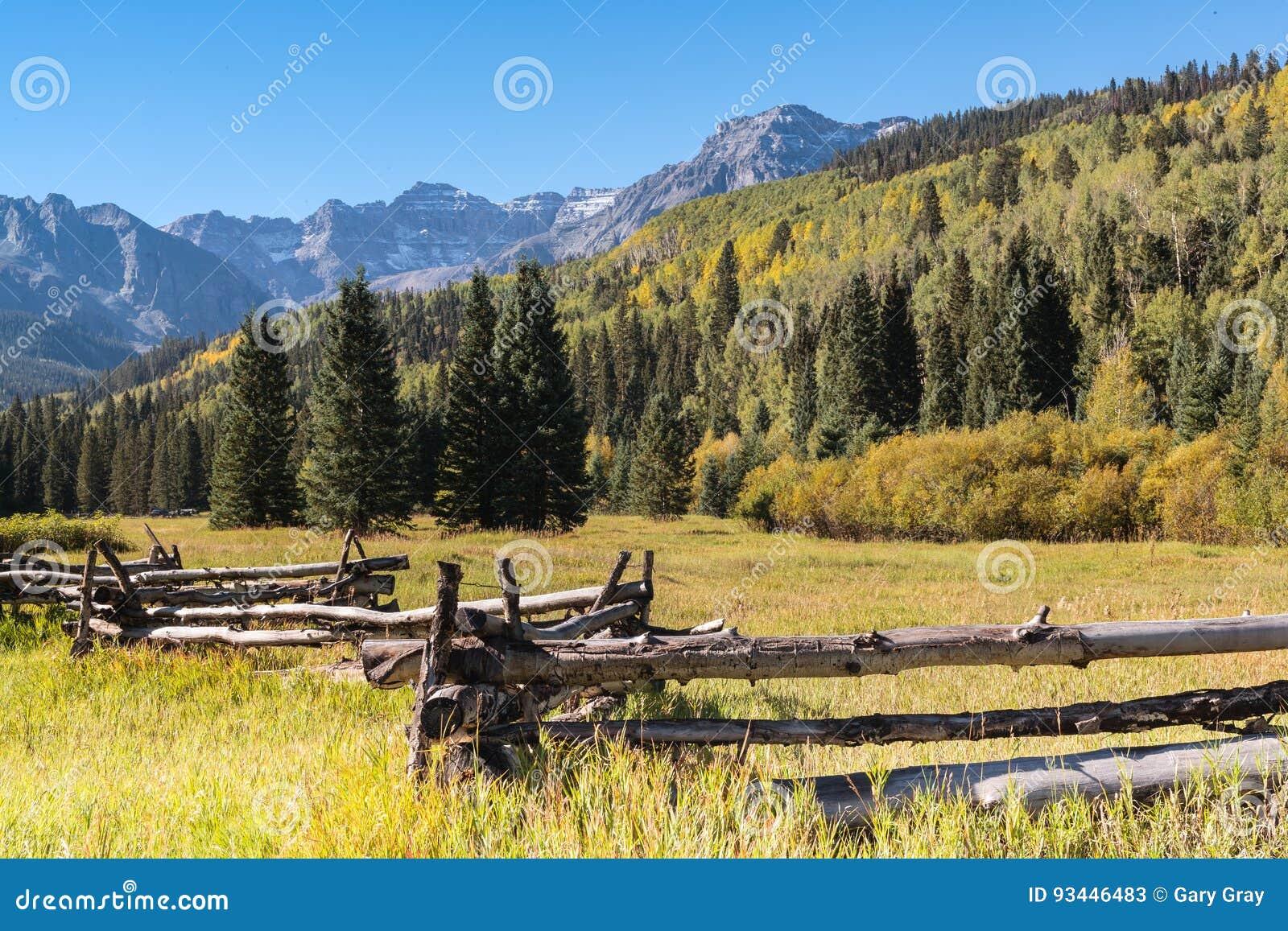 秋天开始在科罗拉多` s圣胡安山的