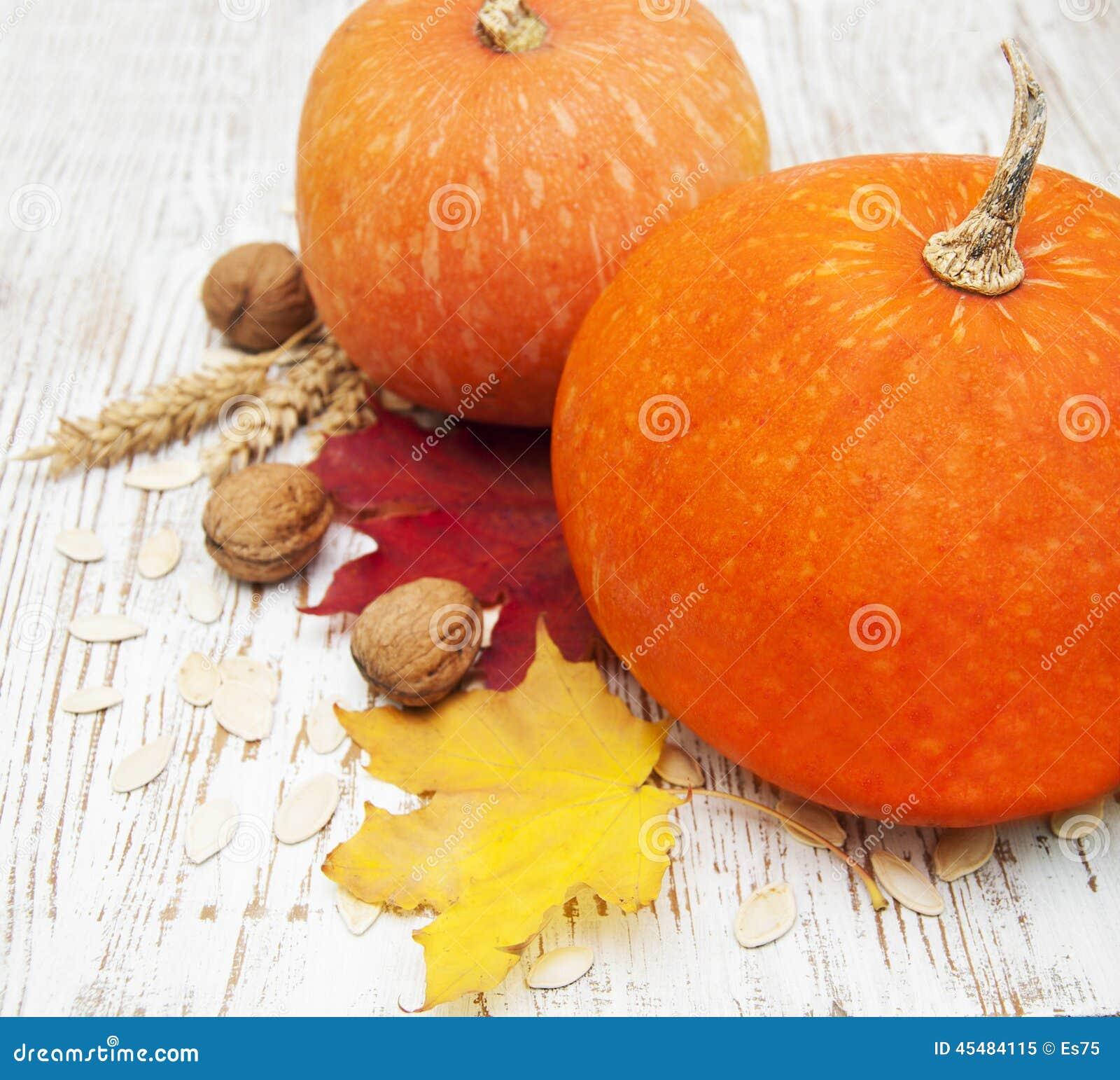 秋天栗子装饰葡萄10月石榴木头