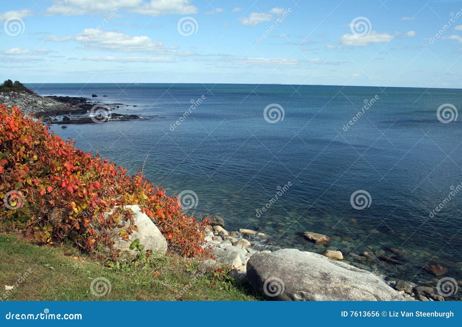 秋天海岸线
