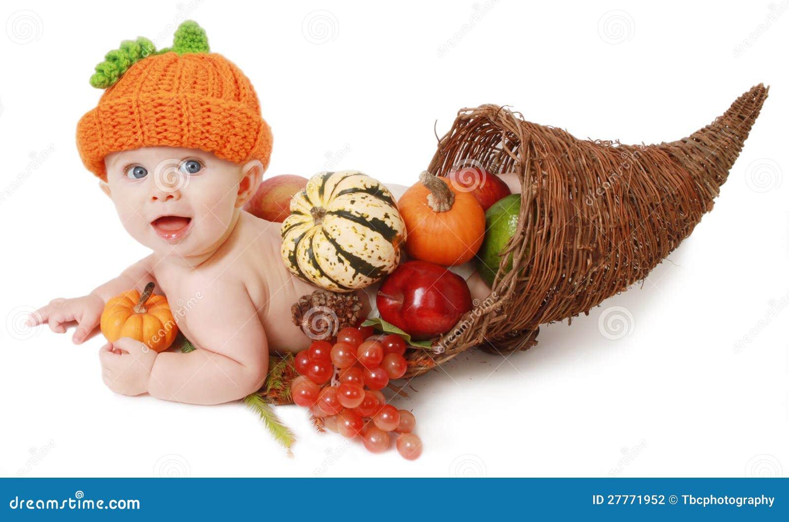秋天聚宝盆的感恩婴孩
