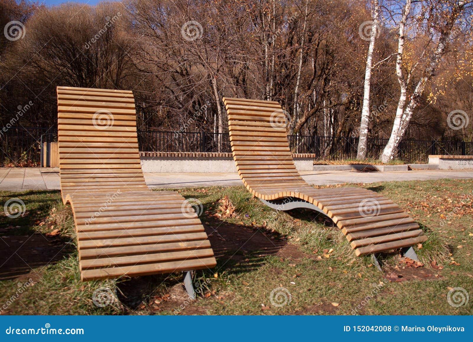 秋天草和叶子,哀伤的心情,寂寞,长凳