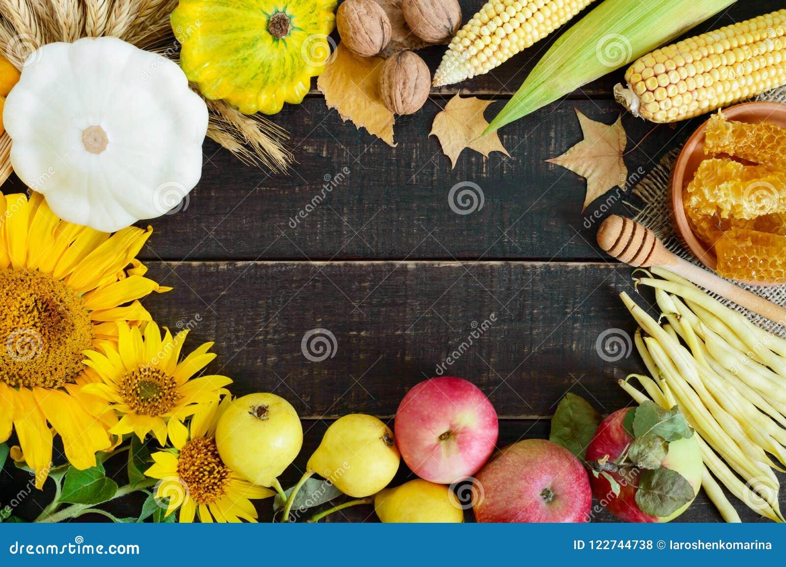 秋季食物背景 菜和果子庄稼在木背景