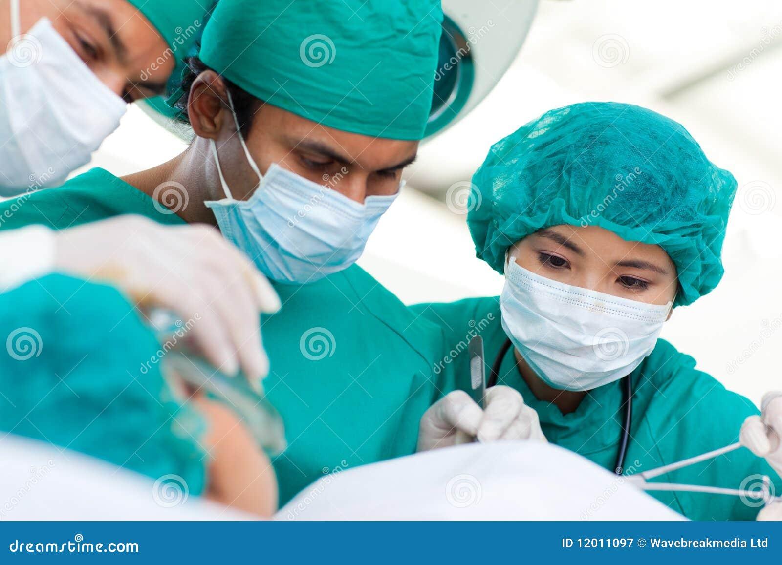 种族多外科医生手术