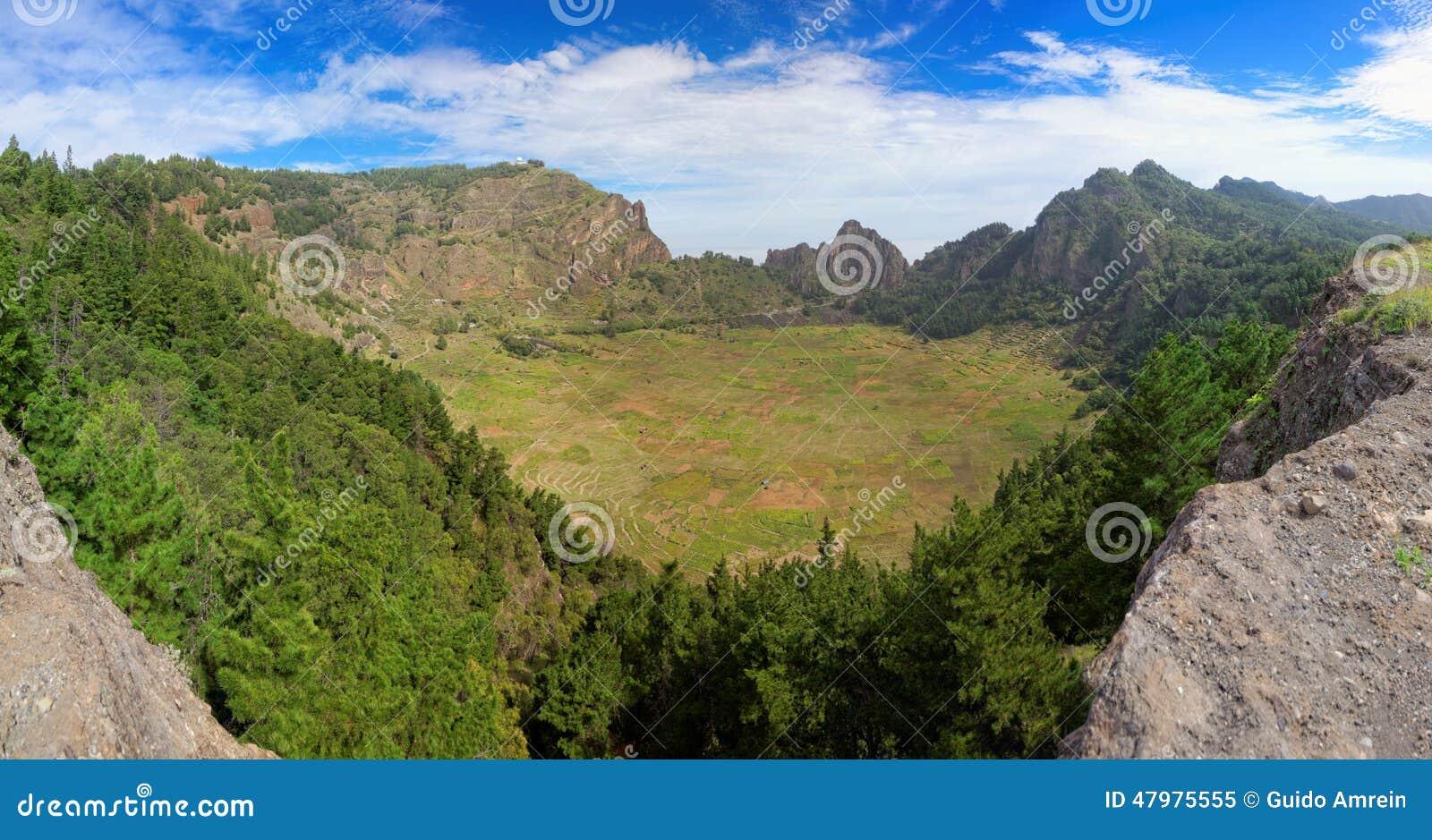 绝种vulcanic火山口全景在圣安唐岛,佛得角海岛上的