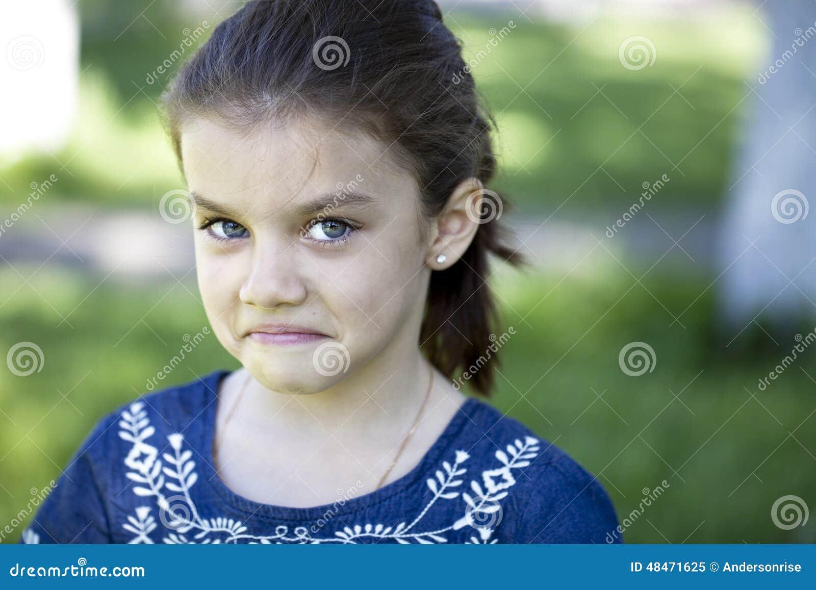 积极的小女孩画象