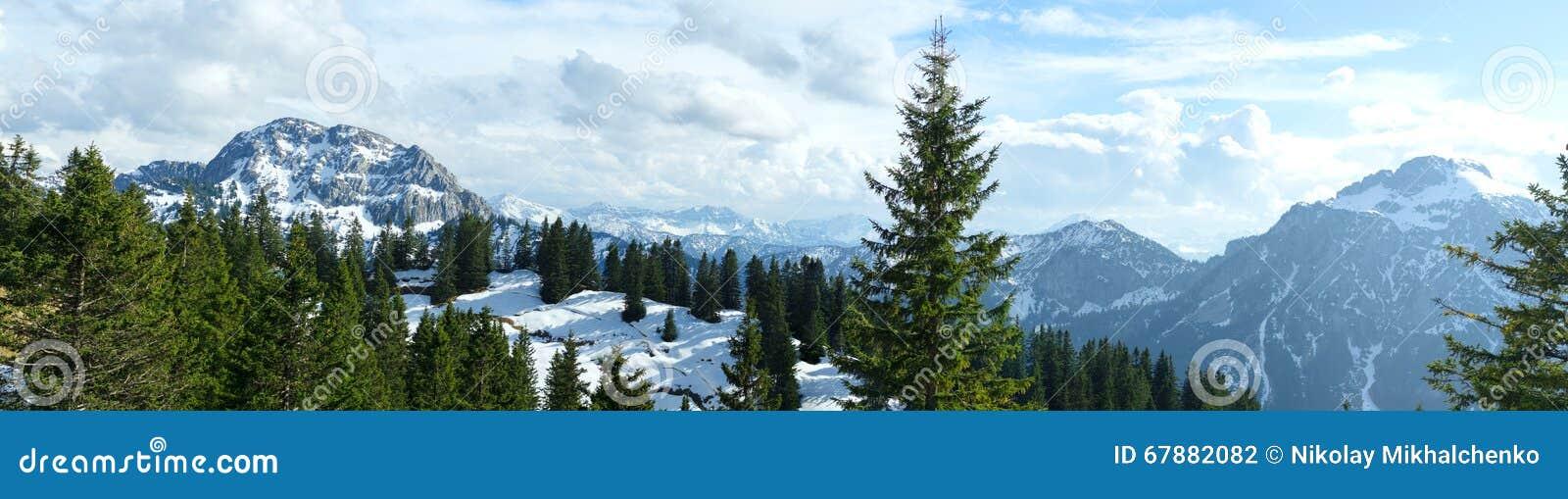 积雪的山和岩石峰顶在巴法力亚Apls