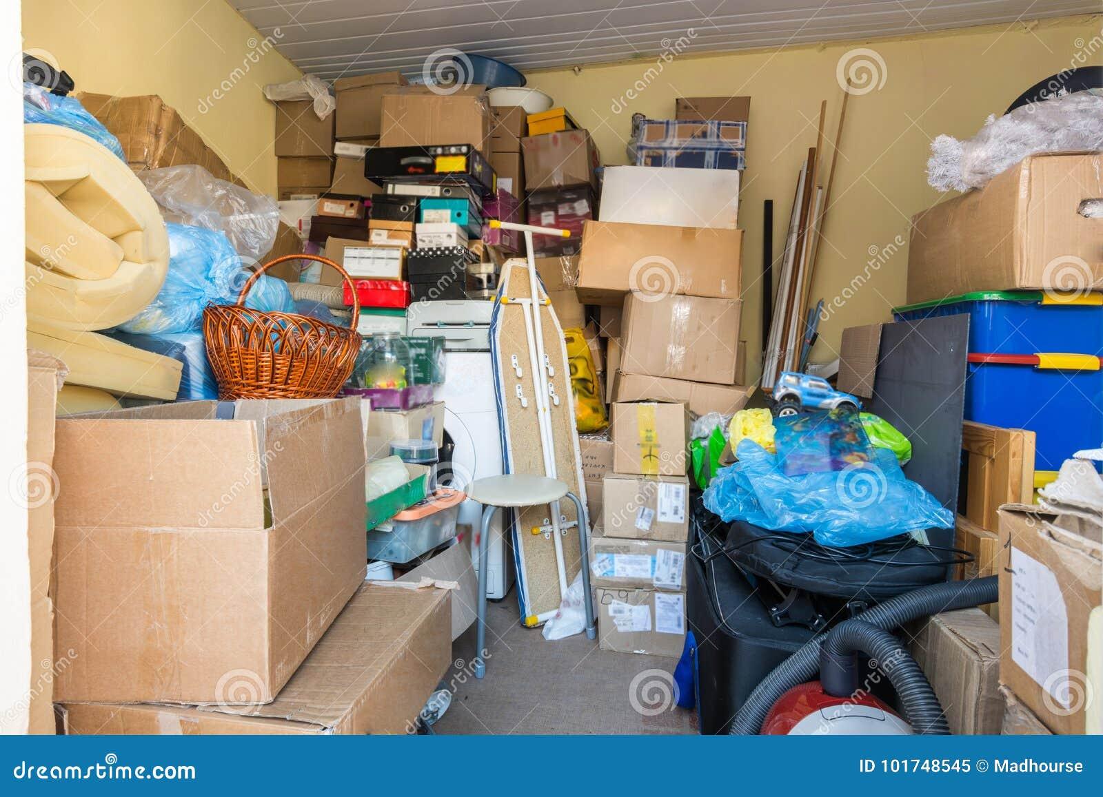 移动,事在箱子包装了,并且包裹在一间小屋子在