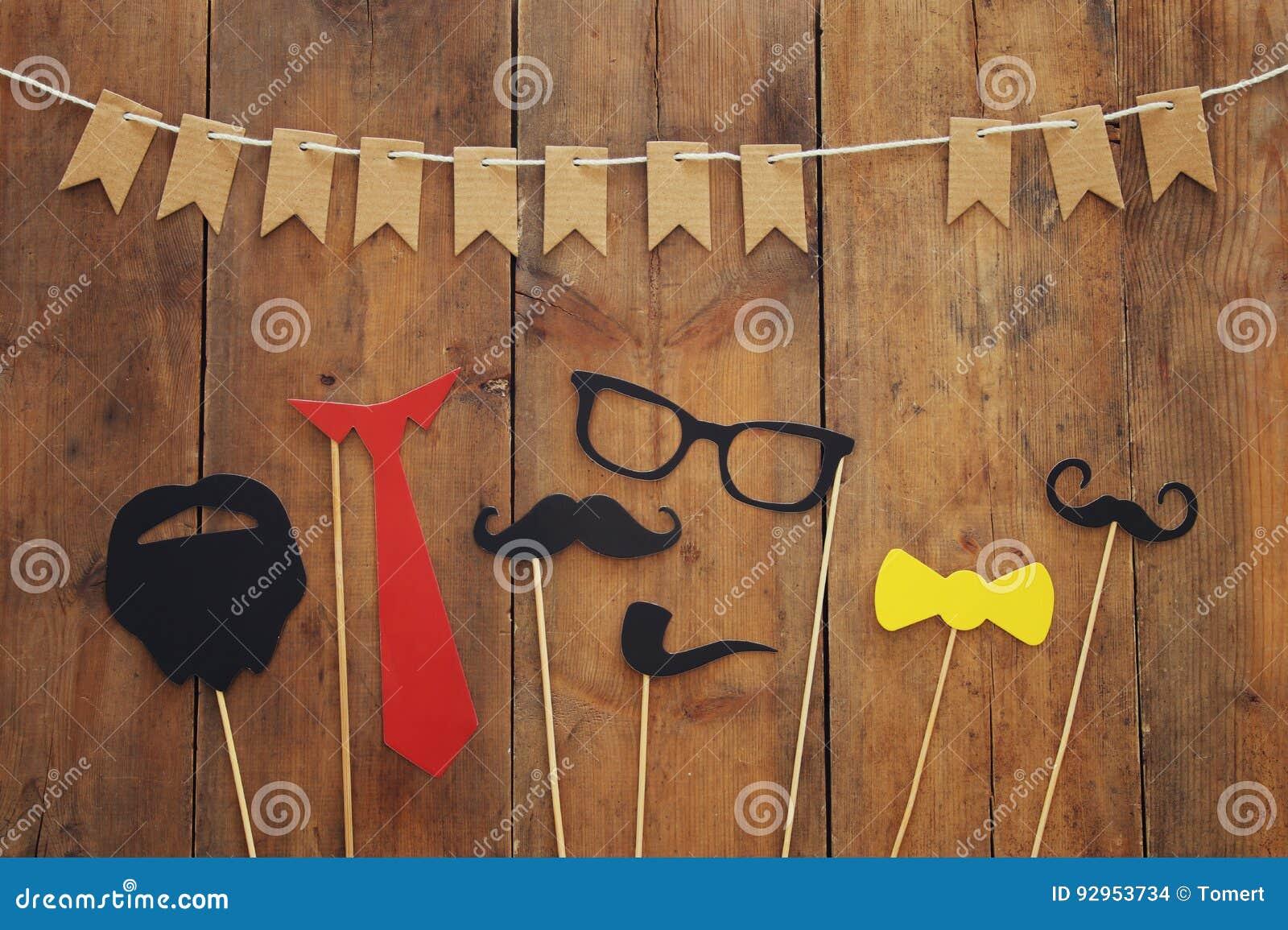 滑稽的胡子、玻璃、髭、领带和弓 Father& x27; s天概念