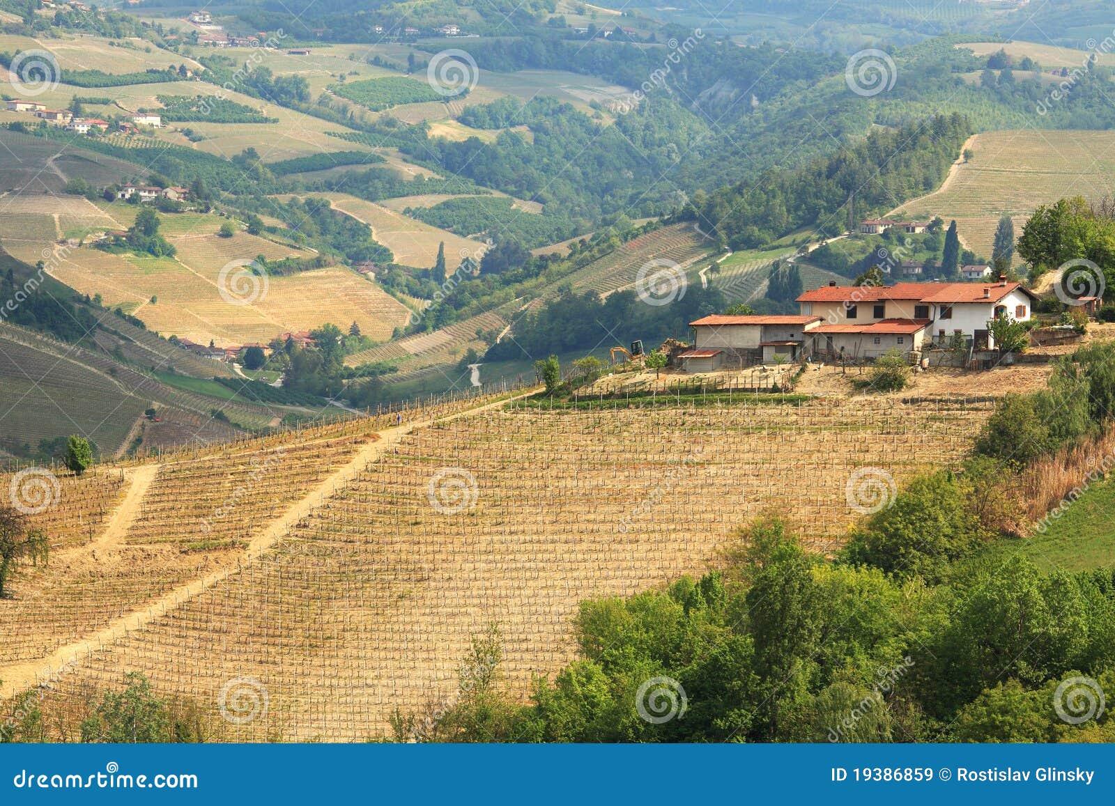 空中农厂小山安置意大利视图