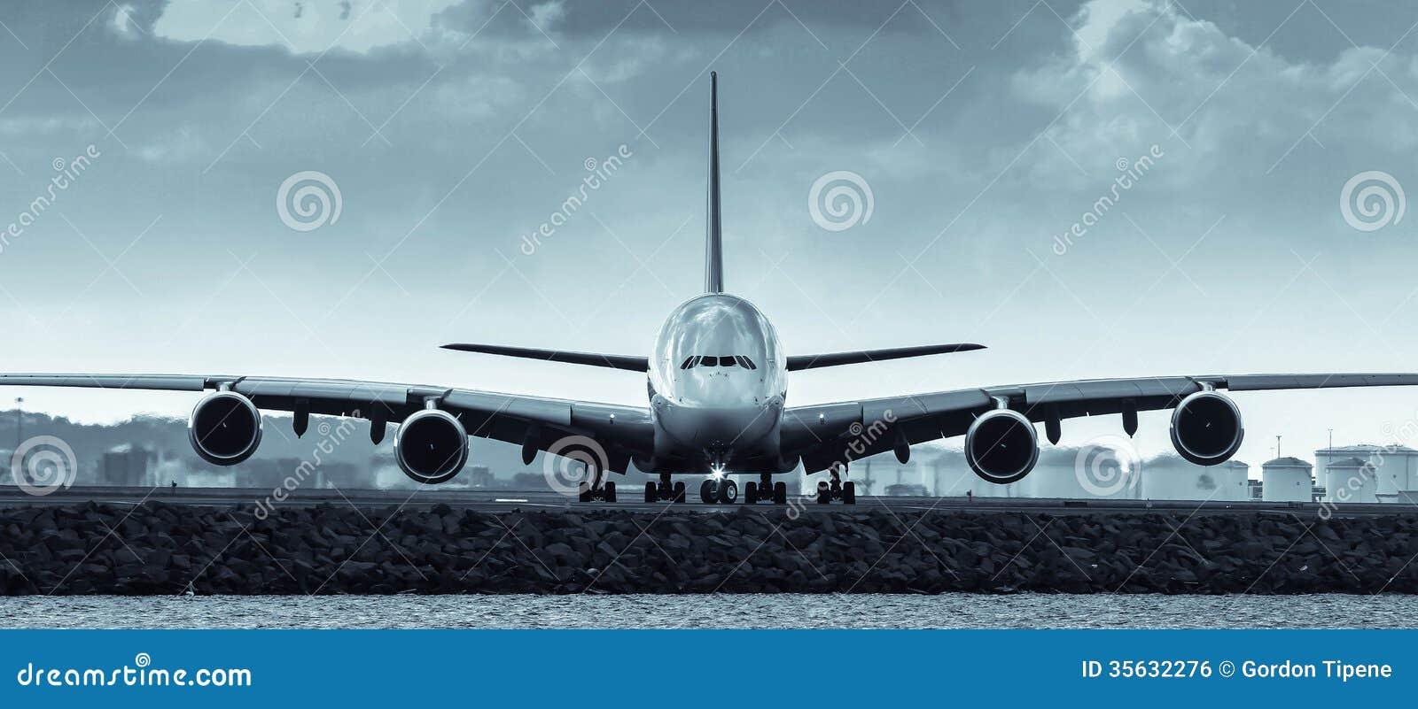 空中客车A380喷气机班机-正面图