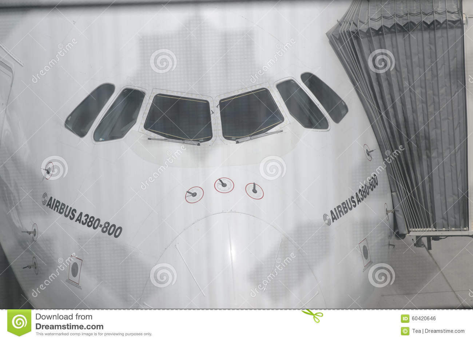 空中客车A380在迪拜机场靠了码头