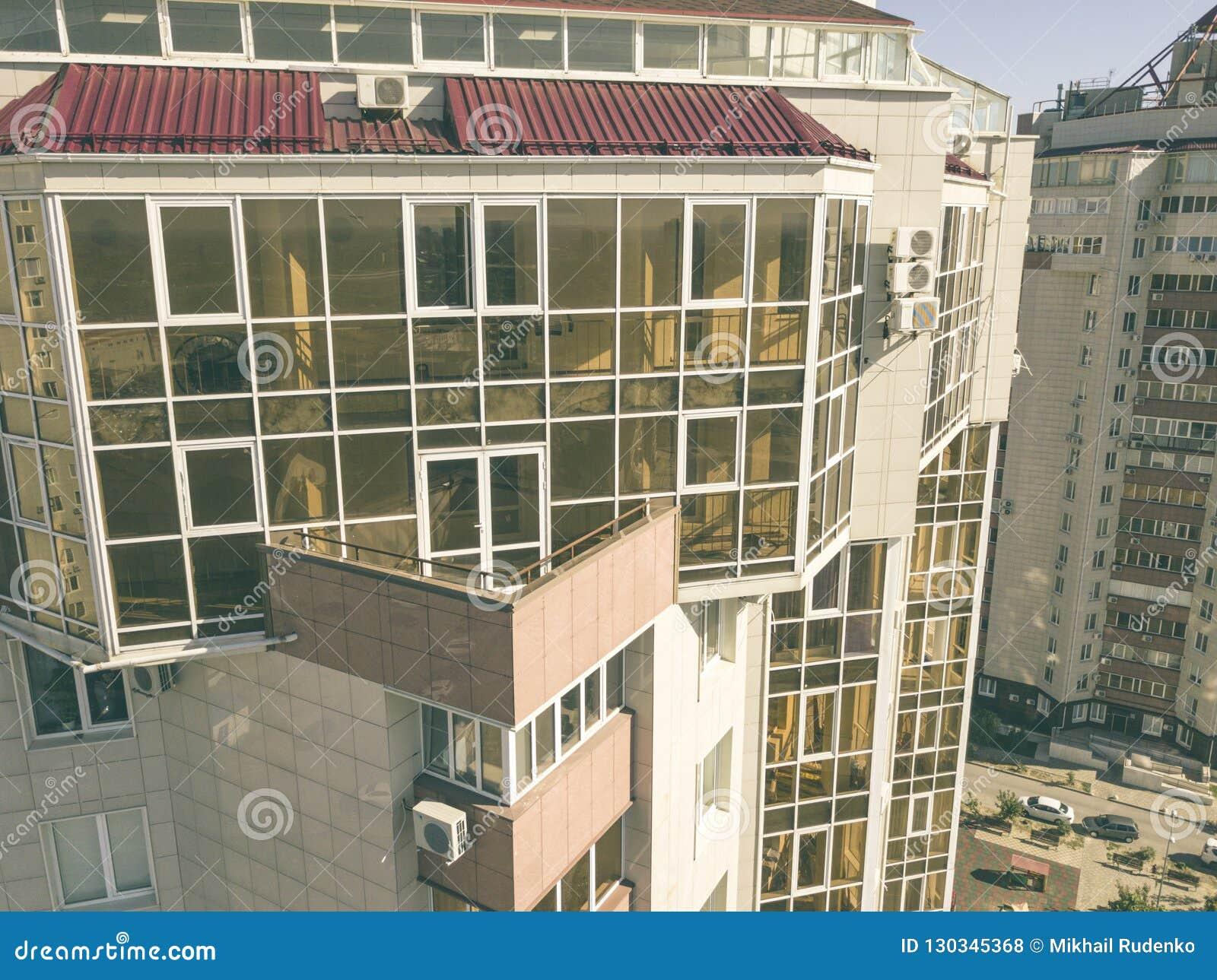 空中玻璃阳台在摩天大楼,豪华公寓f的关闭